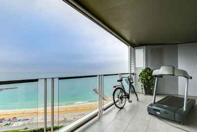 Apartment with panoramic sea views